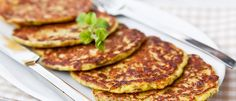 Zucchini pancakes - egg and shredded zucchini Veggie Recipes, Baby Food Recipes, Healthy Recipes, Brazillian Food, Comidas Light, Zucchini Pancakes, Protein Pancakes, Healthy Zucchini, Eating Light