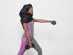 10 Arm-Sculpting Exercises to Build Some Muscle – All You Need Is a Set of Dumbbells | News Break Dumbbell Workout Plan, Dumbbell Set, Strength Workout, Muscle Girls, Fit Chicks, Physical Fitness, Upper Body, Arm Exercises, Build Muscle