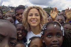 """Shakira y su fundación """"Pies descalzos"""""""