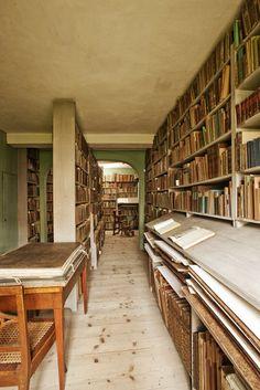 Bibliotheek Goethehaus in Weimar Frankfurt, Bauhaus, Grand Library, Personal Library, Workspace Inspiration, Home Libraries, World Of Books, Museum, Reading Nook