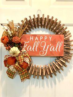 Diy Fall Wreath, Wreath Crafts, Fall Wreaths, Craft Stick Crafts, Flower Crafts, Wreath Ideas, Craft Ideas, Fall Arts And Crafts, Holiday Crafts