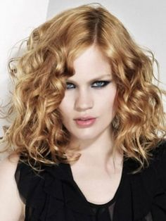Curly shoulder-length hair. http://beautyeditor.ca/2015/08/28/long-bob-with-long-face