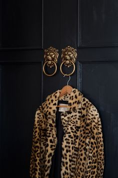 Gotta have one leopard piece. Mine is a faux leopard coat. Looks Street Style, Looks Style, Style Me, Fashion Design Inspiration, Mode Inspiration, Wedding Inspiration, Look Fashion, Street Fashion, Wild Fashion