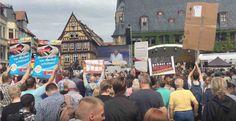 Unzählige Demonstranten - alle gegen Merkel.