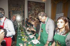 I dieci concorrenti della gara di pesto al mortaio valida per il V Campionato Mondiale di Pesto genovese al Mortaio.