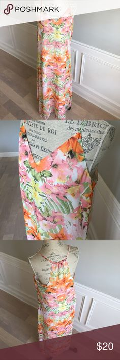 Floral Banana Republic Maxi Dress floral maxi dress, lined. Can be dressed up or down. Lightweight. Perfect condition. Banana Republic Dresses Maxi