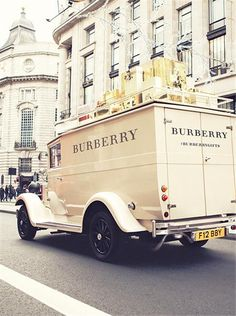 Christmas Inspiration | Tis The Season: Burberry & London