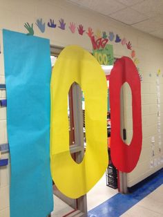 Crayons & Cuties In Kindergarten: The Day Finally Came! Kindergarten Door, Kindergarten Activities, Preschool, 100 Days Of School, School Holidays, School Stuff, School Tips, School Ideas, 100s Day