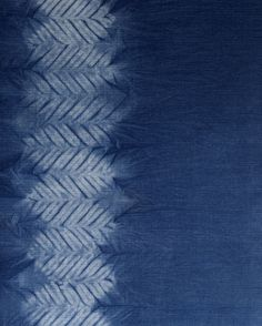 Aizome/shibori/indigo hand dye: Mokume (wood grain) shibori pattern by Little m Blue. - Marketing (invitation background for events? Shibori Fabric, Shibori Tie Dye, Shibori Techniques, Textiles Techniques, Bleu Indigo, Indigo Dye, Impression Textile, Diy Upcycling, Japanese Textiles