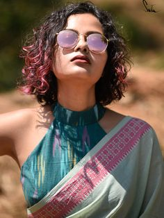 Stylish Blouse Design, Fancy Blouse Designs, Saree Blouse Designs, Cotton Blouses, Cotton Saree, Saree Look, Elegant Saree, Sexy Blouse, Blouse Patterns
