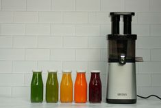 5 different delicious and nutrient packed juices to nourish you whether it's first thing in the morning, before a workout, as a mid-day pick me up, or to keep colds and flu's at bay. Juicer Recipes, Cold Pressed Juice, Create A Recipe, Pick Me Up, What's Cooking, What To Cook, Meals For The Week, Flu, Juices