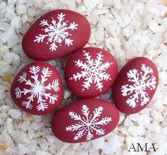 Malované kameny ..SNĚHOVÉ VLOČKY,,