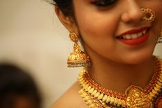 Stunning South Indian Bridal Jewellery #BridalJewellery South Indian Bridal Jewellery, Indian Wedding Jewelry, Bridal Jewelry, Asian Bride, South Indian Bride, Temple Jewellery, Indian Beauty, Wedding Engagement, Gold Necklace