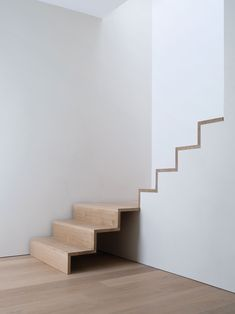 Haus Garde Hvalsøe Apartment House-Painting Tips Seasons wreak havoc on a home's exterior. Stairs Treads And Risers, Oak Stairs, Wooden Stairs, House Stairs, Stair Railing, Concrete Stairs, Bespoke Staircases, Wooden Staircases, Stairways