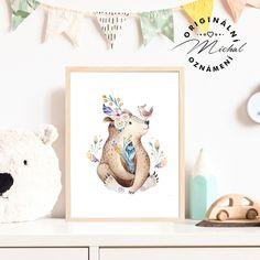 Stylový obrázek do dětského pokoje či spacího koutku v ložnici. Plakátky k sobě vzájemně ladí a lze jakkoli kombinovat a vytvářet si vlastní sety, díky čemuž Vám vzniknou krásné designové doplňky pro Vaše nejmenší. Tisk je zajištěn na profesionální tiskárně na kvalitní papír o vysoké gramáži 260 gms v bílé barvě. #dekorace #detskypokoj #pokojicek #deti #miminko #miminka Stylus, Panda, Design, Style, Pandas