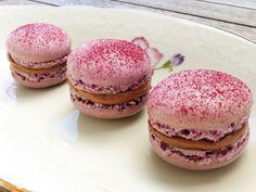 Franske makroner med mælkechokolade og syltede solbær