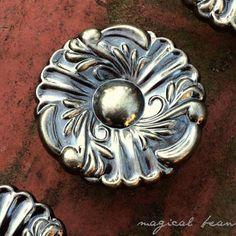 Antique Brass Pull, French Provincial Knob in Antiqued Brass, Dresser Hardware Cabinet Knob, Drawer Knob