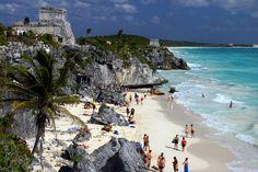 esto es Tulam . que es una playa donde se puede nadar y divertirse