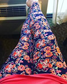 My traveling attire for today @lularoe @mixedprintslife #lulaleggings #RoadTripRoe