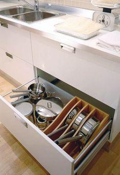 28 Ideas que te Ayudarán a Organizar tu Cocina Kitchen Drawer Organization, Diy Kitchen Storage, Kitchen Drawers, Kitchen Sets, Kitchen Pantry, New Kitchen, Kitchen Decor, Pot Storage, Interior Design Kitchen