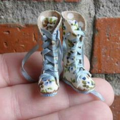 Dollhouse miniature boots esc 1/12