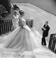 Hardy Amies photographing models models wearing his wedding dresses (1960)