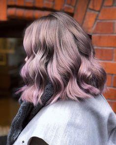 Purple pastelfied hair creation Pastel Lavender Hair, Creative Hair Color, Beach Wave Hair, Caramel Hair, Ponytail Hairstyles, Updos, Hair Creations, Hair Shades, Burgundy Hair