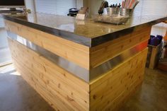 but with dark wood. Hospital Reception, Salon Reception Desk, Reception Desk Design, Hotel Reception, Reception Areas, Cash Counter Design, Office Waiting Rooms, Boutique Deco, Clinic Design