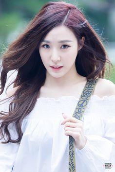Snsd Tiffany, Tiffany Hwang, Girls' Generation Tiffany, Girls Generation, Kim Hyoyeon, Yoona, Very Beautiful Woman, Famous Girls, Pretty Photos