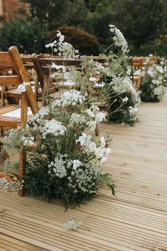 Summer Wedding Styling Inspiration Green and White Flowers & Foliage Wildflower Aisle Wedding Sand, Wedding Ceremony Flowers, Wedding Ceremony Decorations, Floral Wedding, Wildflowers Wedding, Wedding White, Summer Wedding Flowers, Natural Wedding Flowers, Church Decorations