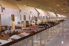 d47 MUSEUM 「NIPPONの47 2016 食の活動プロジェクト」展 | 大野農園 お知らせブログ Kids Market, Pop Up Market, Mall Design, Retail Store Design, Exhibition Stall, Exhibition Display, Display Design, Booth Design, Japanese Restaurant Design