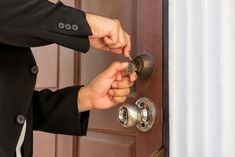 Hire the Best Locksmith for Your Commercial and Residential Areas