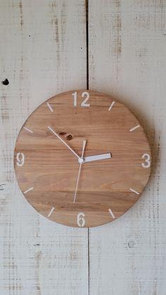 ご覧頂き有難う御座います。ο♡木の風合いを活かしたsimpleな木製掛け時計です(。•ㅅ•。)♡どんなお部屋にも溶け込んでくれます.。.:*♡ナチュラルやカントリー雑貨がお好きな方、お部屋のインテリアとしていかがでしょうか?(*´ー`*)有難いことに、新築祝いの贈り物やプレゼントととしても沢山の方にご購入頂いております。ο♡size約25.5cm※必ずお読み下さい※✔お届けまでに最長で2週間程お時間を頂いておりますので、お急ぎの方はご注意下さい。✔ハンドメイドのため神経質な方はご遠慮下さい。✔木材を使用しているため、木の節や欠けなどがある場合があります。✔画像はsampleになります。✔多少文字の滲みなどが御座います。✔動作確認後に発送させて頂いております。✔発泡スチロールでの補強→クッション材→巻き段ボールでの梱包となります。✔配送中の破損&紛失につきましては一切責任が取れません。#新生活ハンドメイド2018 Clock, Wall, Home Decor, Watch, Decoration Home, Room Decor, Clocks, Walls, Home Interior Design