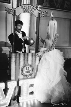 Kissing booth - Photographer Italy www.maisonpestea.com Stylist : The wedding Circus www.theweddingcircus.com