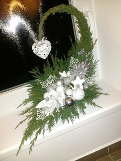 Christmas Flower Decorations, Christmas Flower Arrangements, Christmas Tree Themes, Christmas Wood, Christmas Centerpieces, Christmas Time, Christmas Wreaths, Christmas Crafts, Christmas Ornaments