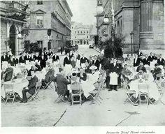1910. Pilseni sörcsarnok a Vigadó téren.
