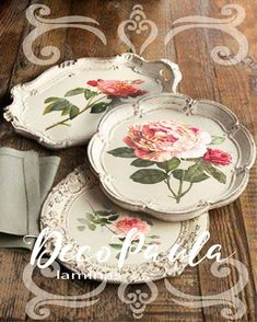 old serving trays with chalk painted and decoupage details Decoupage Art, Decoupage Vintage, Fun Crafts, Diy And Crafts, Arts And Crafts, Silver Trays, Silver Plate, Silver Tray Decor, Painted Trays