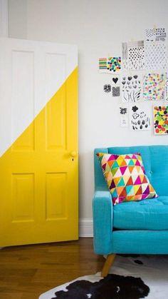 """""""Uma das grandes dificuldades na hora de decorar a casa são os corredores e zonas de passagem. Obter um bom resultado na decoração do corredor, passa muitas vezes por conseguir quebrar a monotonia de um espaço e conseguir dar-lhe alguma dinâmica e interesse. Torná-lo divertido e surpreendente! Pode facilmente conseguir-se esse efeito se pintar algumas … Continued"""