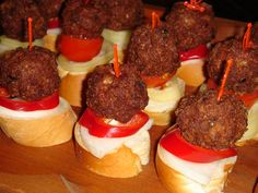 Hamburger, Sausage, Menu, Ethnic Recipes, Food, Cilantro, New Years Eve, Menu Board Design, Sausages