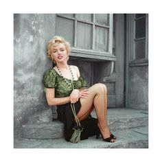Marilyn Monroe – Hooker Sitting (H-001) — The Essential Marilyn Collection — The Archives Store   Milton H. Greene's digitally restored, photographic prints and more Young Marilyn Monroe, Marilyn Monroe Photos, Norma Jean Marilyn Monroe, Sophie Marceau, Classic Hollywood, Old Hollywood, Hollywood Actresses, Milton Greene, John Wayne