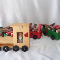 Calendrier de l'avent - train en bois  composé d'une…