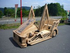 The wooden Maniwa is a Japanese sports car manufactured by Sada-Kenbi. More Woodworking Projects on www.woodworkerz.com