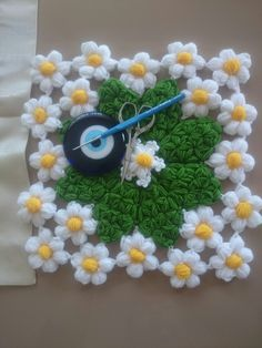 HUZUR SOKAĞI (Yaşamaya Değer Hobiler) Weaving Patterns, Easy Crochet Patterns, Crochet Designs, Crochet Stitches, Free Crochet, Crochet Home Decor, Crochet Crafts, Rainbow Crochet, Gift Bows