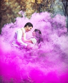 This season combine your wedding with the festival of colors that is 'Holi'. Include beautiful and vibrant colors in your life with these trendy pre-wedding photoshoot ideas for happy holi Pre Wedding Poses, Pre Wedding Shoot Ideas, Pre Wedding Photoshoot, Wedding Props, Indian Wedding Couple Photography, Wedding Couple Photos, Smoke Bomb Photography, Film Photography, Photography Ideas