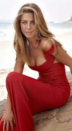 J. Aniston в красном ......