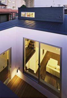 狭い都会でも、家の中に中庭を作る事で、落ち着いた空間を作ることができます。