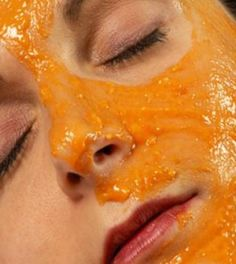 Easy, DIY pumpkin face mask Have leftover pumpkin puree? Whip up this exfoliating pumpkin face mask. (You probably have all the ingredients in your pantry. Papaya Face Pack, Papaya For Skin, Acne Face Mask, Diy Face Mask, Carrot Mask, Bleaching Your Skin, Best Homemade Face Mask, Homemade Masks, Whitening Face