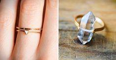 Dicen que lo bueno viene en empaques pequeños, y es una frase que podría aplicar para todo. En los últimos añosse ha visto una tendencia muy marcada hacia el estilominimalista en la arquitectura y el diseño. En el caso de los anillos de compromiso, se ha vuelto muy popular como una alternativa a l Lovely Dresses, Jewerly, Silver Rings, Popular, Couple, Outfit, Fashion, Cute Engagement Rings, Promise Rings For Couples