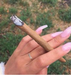 """is a luxury brand from Toronto, Canada, that caters to the """"luxury"""" cannabis lifestyle. Ganja, Jolie Nail Art, 420 Girls, Weed Girls, Puff And Pass, Buy Weed, Weed Shop, Stoner Girl, Smoking Weed"""