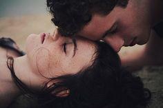 O amor, o romance não vivem de feminismos e machismos, mas se entrega em sentimentos. O amor é puro, genuíno, que não se atenta com as diferenças, com os rótulos, com as opiniões, com os conceitos que criamos. O amor não faz distinção de cor, raça, sexo e muito menos dá ouvido a preconceitos. Não é um sentimento com definições, é apenas viver, sentir o outro e doar gestos. http://obviousmag.org/simone_guerra/2015/bem-no-intimo-o-que-queremos-e-um-amor.html